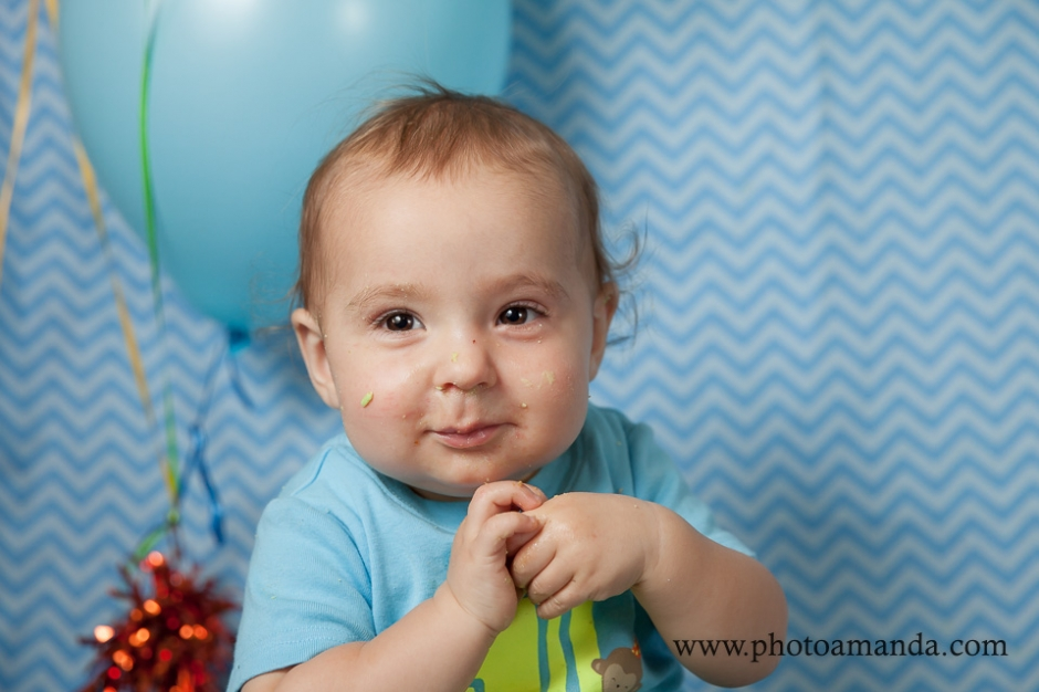 cake smash photo with blue background